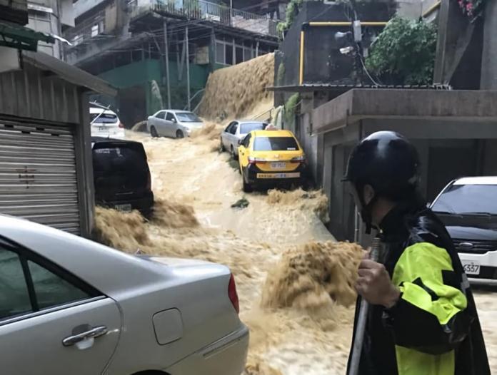 北北基<b>超大豪雨</b>慎防淹水 災害緊急應變小組二級開設