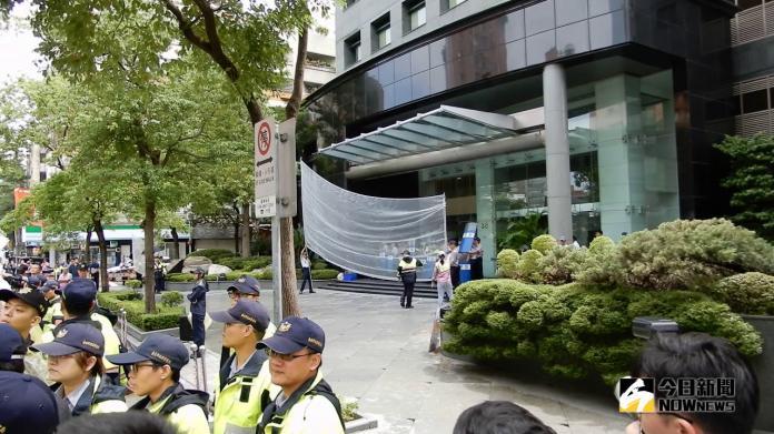 直擊/慰安婦協會赴日本交流協會抗議 警方天網攔雞蛋