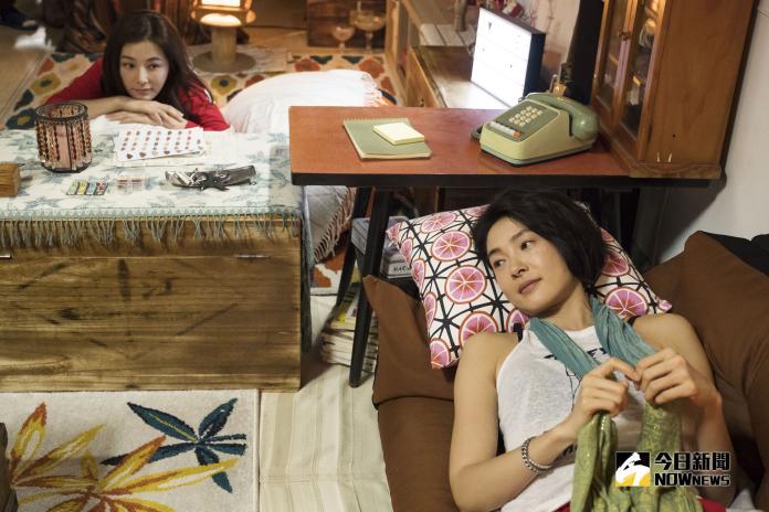 陳怡蓉(左上)與曾珮瑜在《雙城故事》中兩人交換公寓。(圖/青睞影視提供)