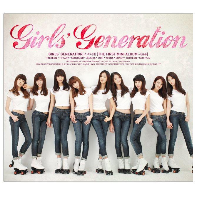 少女時代2009年以簡單的造型,與朗朗上口的〈Gee〉成功紅遍於國際。(圖/少女時代臉書)