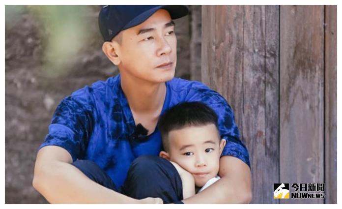 ▲陳小春處處為兒子Jasper(右)著想。(圖/翻攝《爸爸去哪兒》微博,2018.09.15)