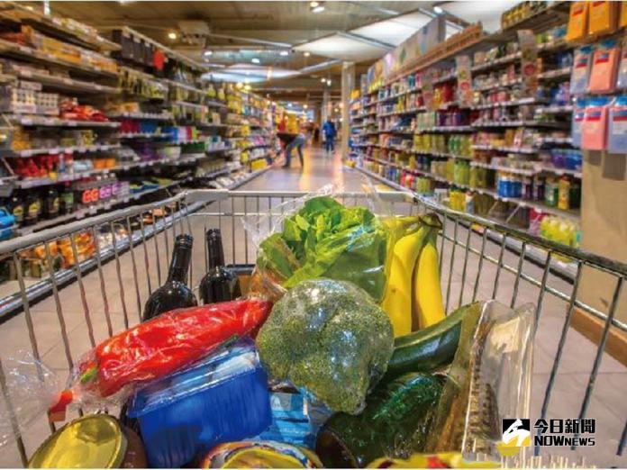 ▲愛買2013年開始發展網購,剛開始架設在集團網站friDay購物成功吸引消費者使用,且8成都是新來客。(圖/NOWnews資料庫)