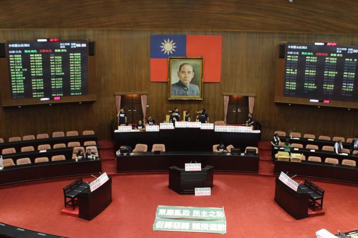 國民黨立法院黨團21日一早7時45分就在立法院議場進甲級動員。(圖/記者葉滕騏攝,2018.09.21)