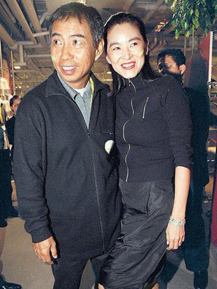 <br> ▲林青霞與富商邢李㷧的婚變傳言,自 2006 年起就不斷傳出。(圖/翻攝自微博)