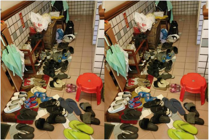 ▲女網友抱怨隔壁鄰居門口的鞋子多到誇張,排滿走道甚至擋住她的家門和電梯口。(圖/翻攝自爆怨公社)