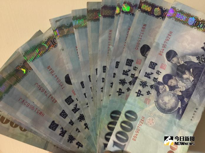 ▲新台幣兌美元連4貶,10月4日收在30.792元、重貶1.22角,創近半個月收盤新低價。(圖/記者顏真真攝)