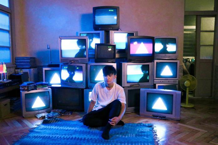 ▲卓義峯的首波主打歌〈人格分裂〉讓人見識到越發成熟的唱功。(圖/熱帶娛樂提供, 2018.09.02)