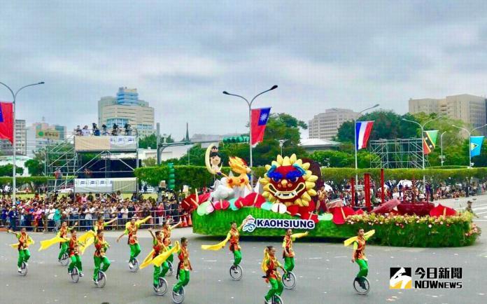 ▲高市花車國慶當日在總統府前進行遊行展演。(圖/高市觀光局提供,2018.10.11)