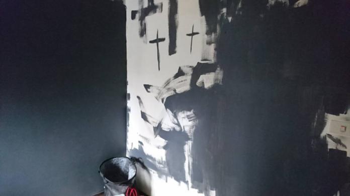 傻眼!遇「上帝的公主」蹭住 白牆漆黑辯稱:藝術創作
