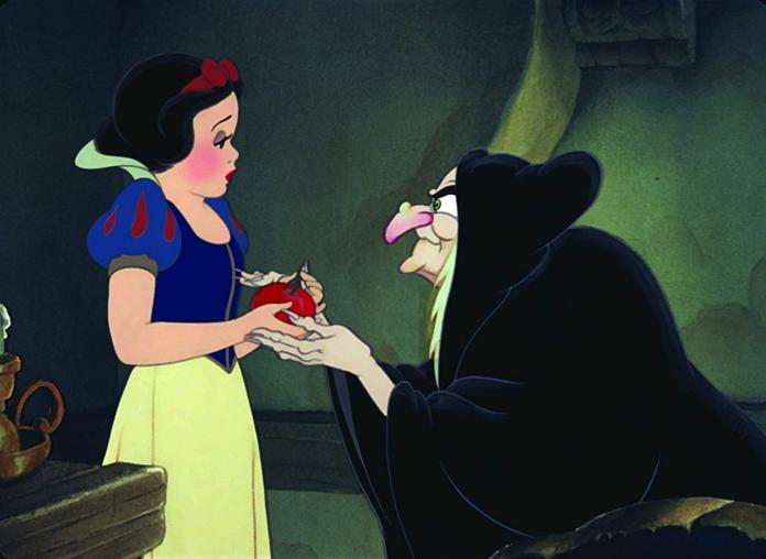 <br> ▲巫婆給白雪公主蘋果的劇情克莉絲汀貝兒覺得太不合理。(圖/翻攝IMDb)
