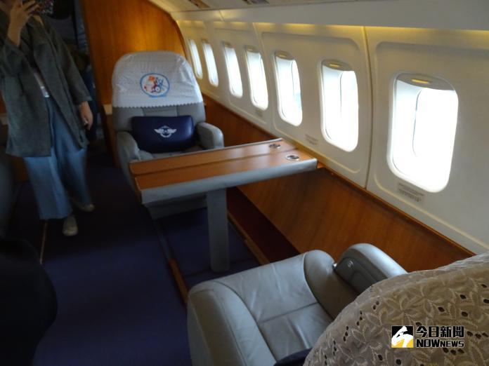 ▲空軍福克50行政專機上的VIP座位。(圖/記者呂烱昌攝)