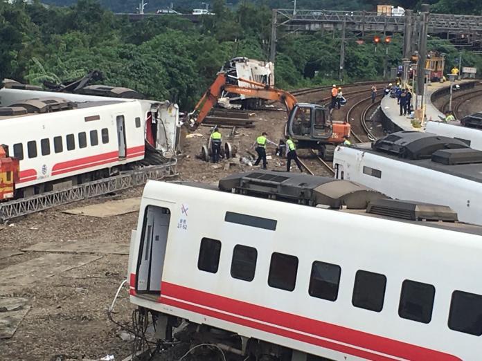 通聯曝光!恐怖列車「邊開邊修」 司機一路求援43分鐘