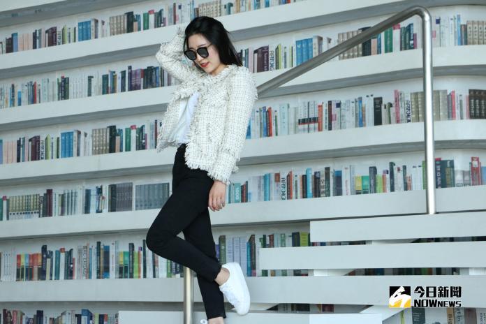 ▲天津濱海新區圖書館,未來感、流線型的空間設計,成了大陸網友們爆屏的拍照打卡勝地。 (圖 / 記者吳文勝攝)