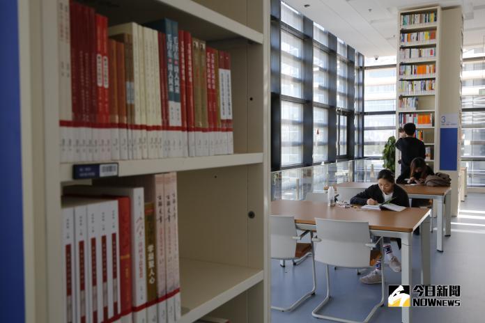 ▲圖書館目前館藏有60萬冊,借閱量達一萬一千多冊,是天津人「求知」和「求質」的新殿堂。(圖 / 記者吳文勝攝)