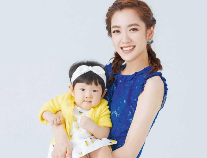 ▲楊千霈非常疼愛女兒娃寶。(圖/嬰兒與母親雜誌提供,2018.10.31)
