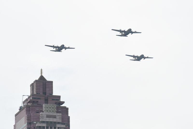 清晨戰機掠過台北!網嚇醒「哪找防空洞」 國防部回應了