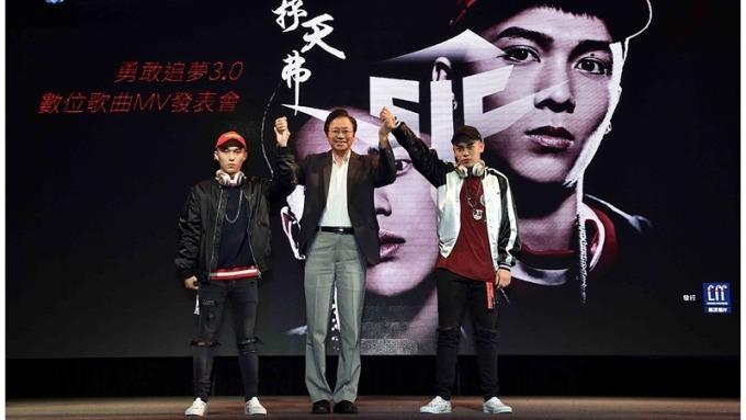 ▲ 台灣大基金會董事長張善政(中)樂觀看待台灣人才優勢。(圖:台灣大提供)