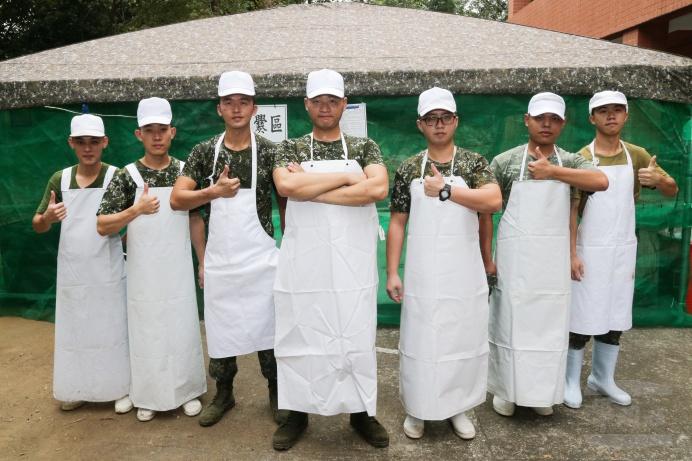 ▲ 伙房班透過健康的菜色滿足官兵一整天「食」的需求。(軍聞社記者林澤廷攝)