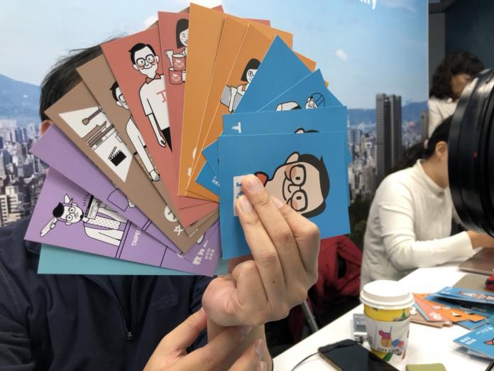 國民黨台北市長候選人丁守中2日首次公布酷卡式市政白皮書。(圖/)丁守中辦公室提供