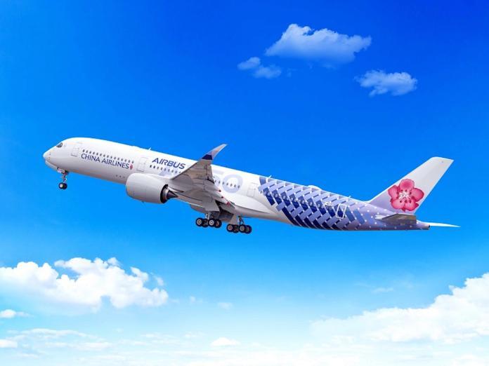 ▲華航A350聯名彩繪機,展現華航高雅又具活力的品牌形象。(圖/公關照片)