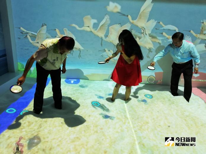 <br> ▲最後一區還能虛擬抓蟹,大人小孩都喜歡。(圖/記者邱嘉琪攝,2018.11.04)