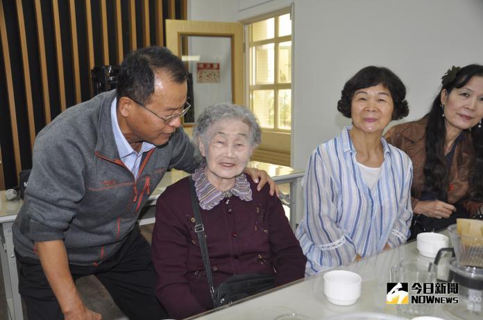 <br> ▲96歲的魏莊差阿媽說她人生第一次當大學生很有趣。(圖/記者陳雅芳攝,2018.11.04)