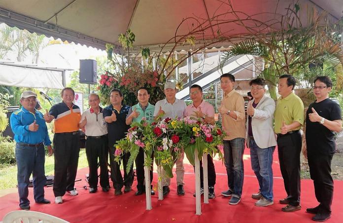 ▲農糧署南區分署長姚志旺前來祝賀,屏東歷屆神農也到場力挺。(圖/農糧署南區分署提供)