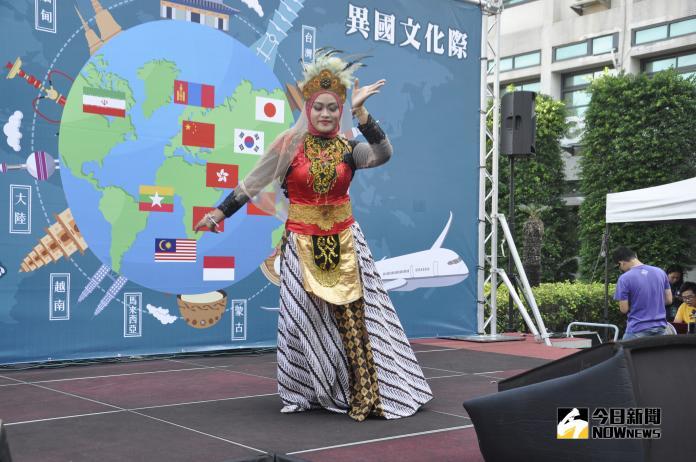 <br> ▲印尼學生表演岑里島傳統舞蹈。(圖/記者陳雅芳攝,2018.11.08)