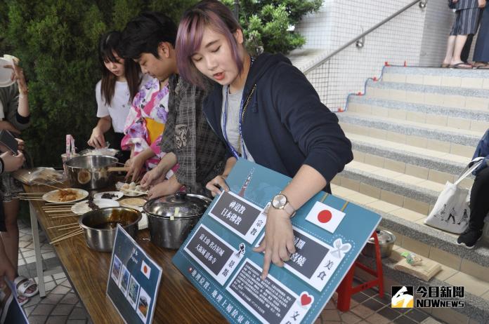 <br> ▲學生要品嚐異國美食得先通過文化考題。(圖/記者陳雅芳攝,2018.11.08)