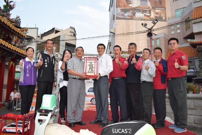 企業家回饋鄉里 捐贈雲林縣救護車