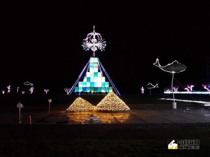 ▲宜蘭縣政府「奇幻耶誕 光環境營造」主燈是一座高20公尺的耶誕樹。(圖/記者李清貴攝,2018.11.13)