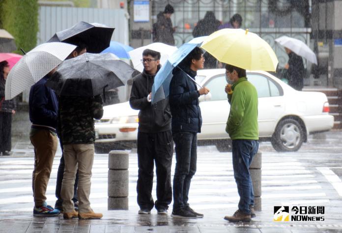 ▲今( 19 )日受到鋒面過後東北季風影響,北部、東半部及各地山區有短暫雨發生機率。(圖/NOWnews資料圖片)