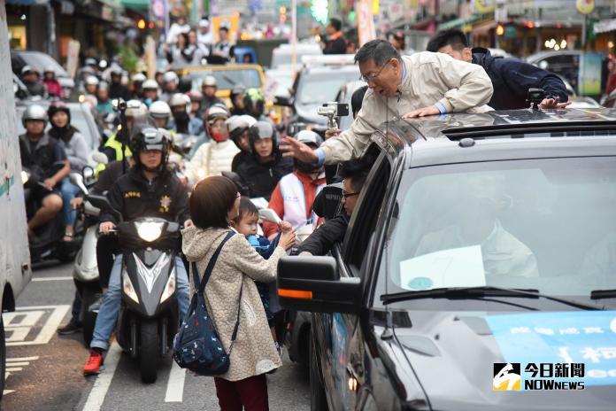 台北市長柯文哲車隊掃街。(圖/記者陳明安攝,2018.11.22)