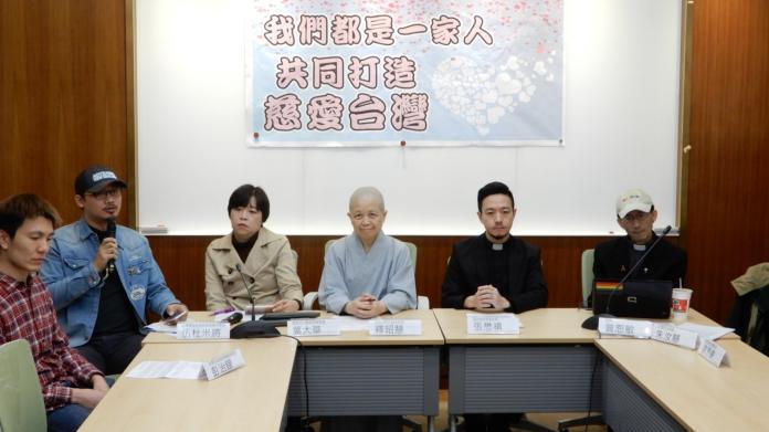 公投前的最後一天,宗教界多人挺身呼籲,讓台灣撕去反同志標籤。(圖 / 記者陳弘志攝,2018.11.23)