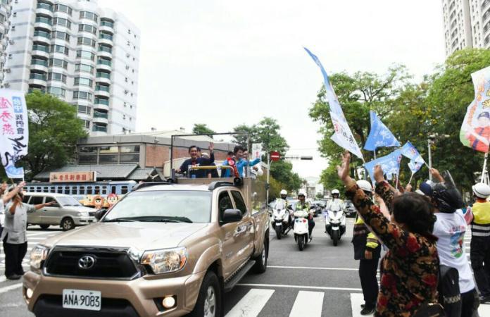 選舉決戰日 馬英九倍盧秀燕回防大本營掃街
