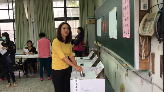 劉曉玫投下神聖一票 輕鬆面對選舉結果