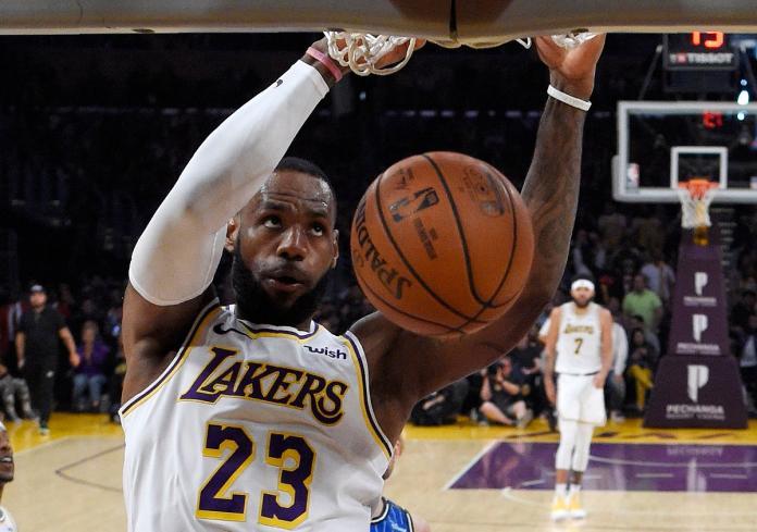 NBA/詹皇直播曬愛鞋 球迷歪樓:你怎麼變成哈登了?