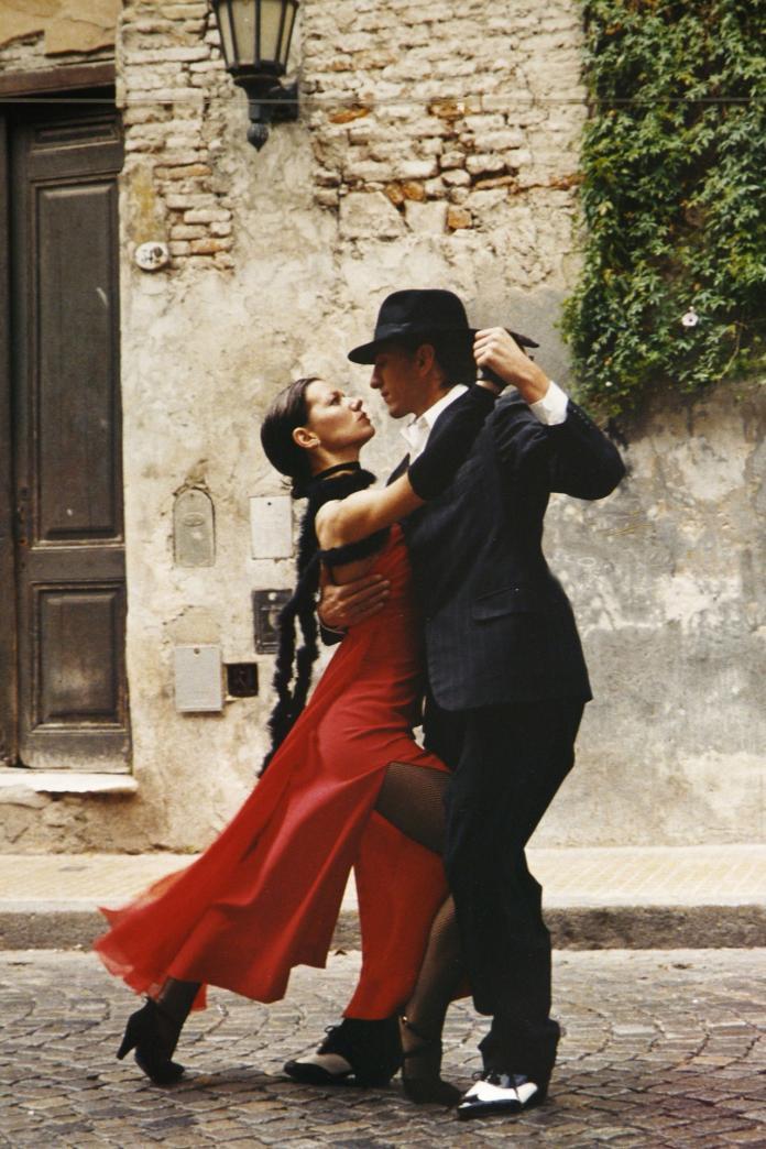 ▲習近平形容阿根廷人有引以為豪的兩雙腳,一雙用來踢足球,另一雙用來跳探戈,而足球與探戈,目前都是大陸民眾熱愛的運動,藉此來拉近彼此距離。 (圖/摘自pixabay)