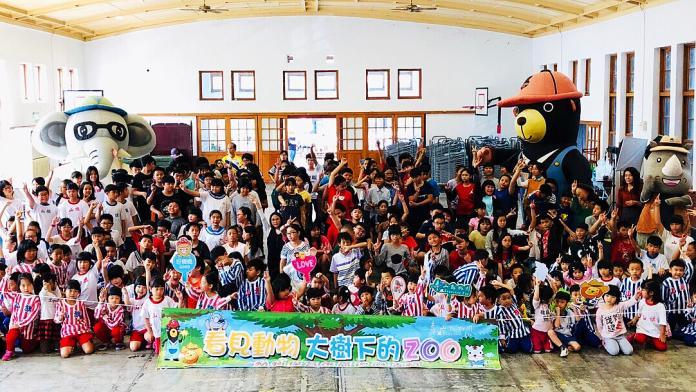 ▲壽山動物園以「看見動物-大樹下的ZOO」為主題的行動動物園,深入偏鄉校園傳遞保育觀念。(圖/記者陳美嘉翻攝)