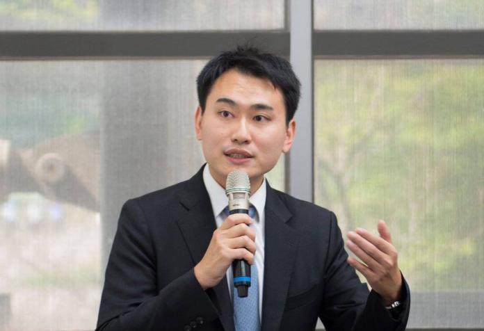 台灣世代教育基金會副執行長陳冠廷表示,人民已經厭倦了「為價值爭論不休,卻不檢討實事、不做實事」的政治現況。(圖/取自「陳冠廷 格裡台灣・格外世界」臉書粉絲團)