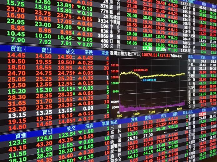 ▲台股12月7日收盤漲76點,收在9760.88點,漲幅0.7%,成交金額新台幣962億元,量縮不到千億元。(圖/NOWnews今日新聞資料照片)