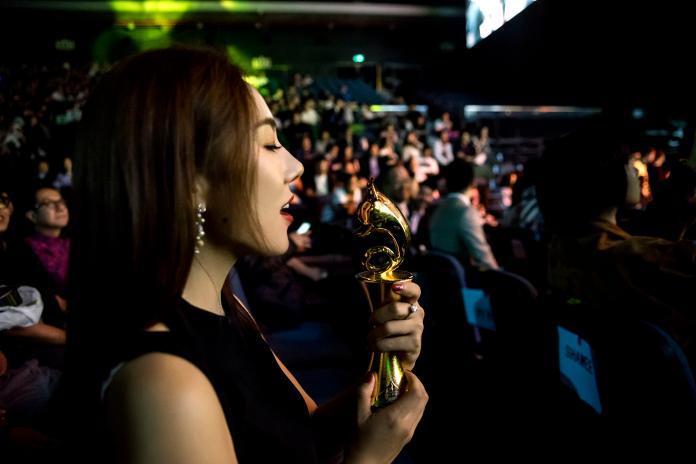 女星奪新人演員、最具表現力獎 大談感情觀