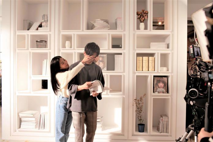 ▲廖柏雅與Erika合作新歌,兩人親密互動被讚像真情侶。(圖/柏雅音樂工作室提供)