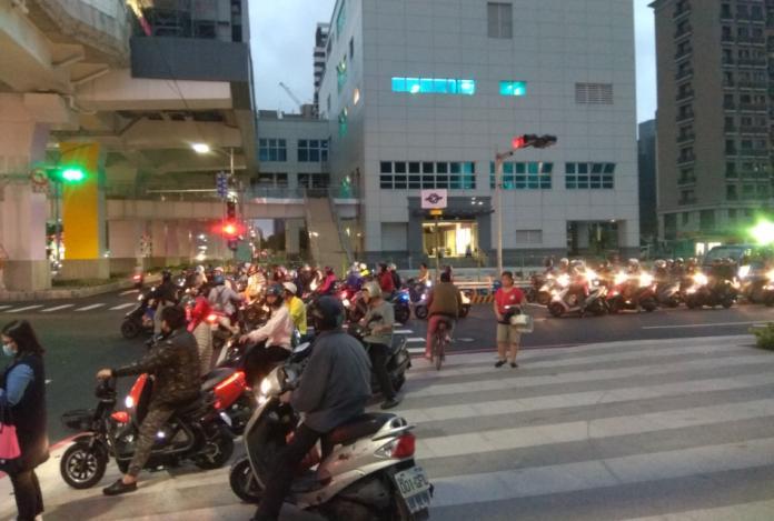 騎車到「待轉區」需打方向燈?網掀論戰 交通大隊解答了