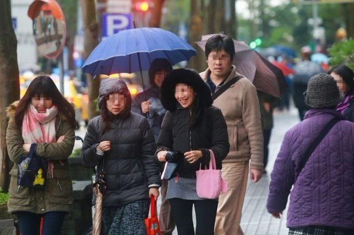 ▲明有另外一波東北季風將報到,北台灣轉為溼冷,氣溫更有機會下探至14、15度。(圖/NOWnews資料照片)