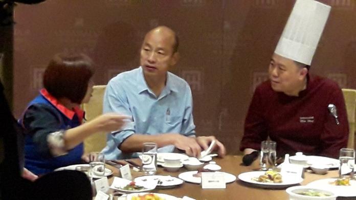 ▲韓國瑜今試吃就職茶會菜色,國賓將端出32道美食,今天先推出10樣。(圖/記者郭凱杰攝,2018.12.12)