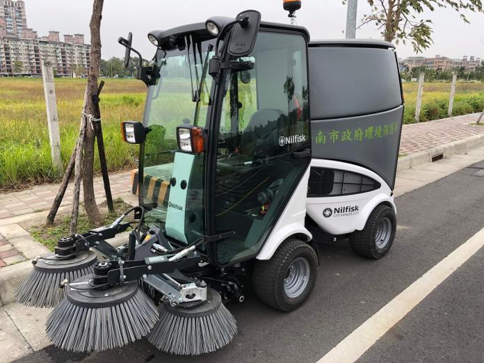 影/南市環保局添利器 小型清掃機具除塵兼改善空汙