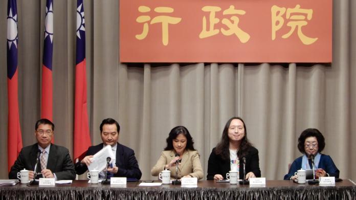 行政院會13日通過打擊「假訊息」的7項法律修正案。( 圖 / 記者陳弘志攝,2018.12.13 )