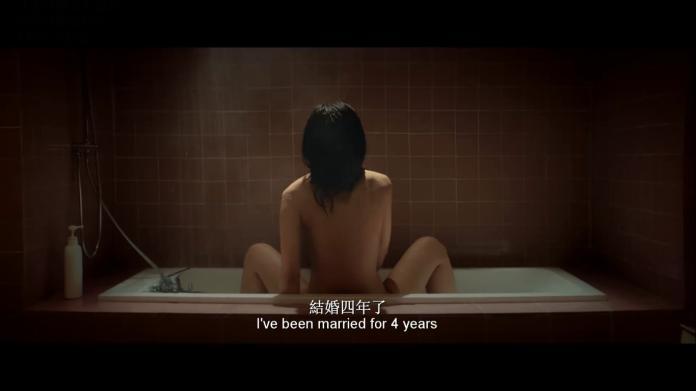女星「全裸濕身」出浴 自爆結婚還是處女