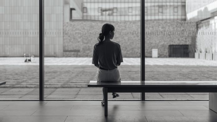 ▲ 13 歲國一學生在《爆料公社》說發現自己媽媽外遇,不知道該怎麼辦。(圖/翻攝自 Unsplash,非當事人 )